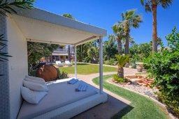Территория. Кипр, Каппарис : Роскошная вилла с панорамным видом на море, с 5-ю спальнями, 4-мя ванными комнатами, бассейном, в окружение зелёного сада, джакузи, уличным баром и lounge-зоной, с непосредственным доступом к пляжам Malama Beach и Firemans Beach