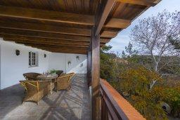 Балкон. Кипр, Троодос : Современный традиционный коттедж с 3 спальнями, с приватным двориком с террасой и барбекю, расположен на горном курорте Platres