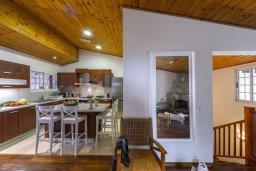 Кухня. Кипр, Троодос : Современный традиционный коттедж с 3 спальнями, с приватным двориком с террасой и барбекю, расположен на горном курорте Platres