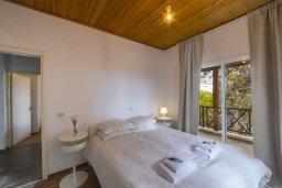 Спальня. Кипр, Троодос : Современный традиционный коттедж с 3 спальнями, с приватным двориком с террасой и барбекю, расположен на горном курорте Platres