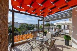 Балкон. Кипр, Ионион - Айя Текла : Современная вилла с 2 спальнями, приватным двориком с патио и барбекю, расположена в тихом закрытом комплексе с бассейном