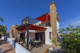 Фасад дома. Кипр, Ионион - Айя Текла : Современная вилла с 2 спальнями, приватным двориком с патио и барбекю, расположена в тихом закрытом комплексе с бассейном