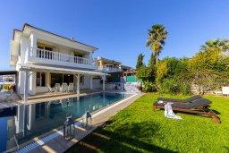 Фасад дома. Кипр, Каппарис : Роскошная современная вилла с панорамным видом на море, с 5 спальнями, с бассейном, тенистой террасой с патио и барбекю, расположена на побережье Протараса
