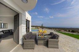 Патио. Кипр, Санрайз Протарас : Современная вилла с панорамным видом на Средиземное море, с 3 спальнями, бассейном, солнечной террасой с патио и барбекю, расположена в тихом идеалистическом месте на холмах мыса Cape Greco