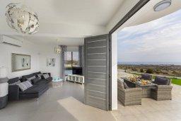 Гостиная. Кипр, Санрайз Протарас : Современная вилла с панорамным видом на Средиземное море, с 3 спальнями, бассейном, солнечной террасой с патио и барбекю, расположена в тихом идеалистическом месте на холмах мыса Cape Greco