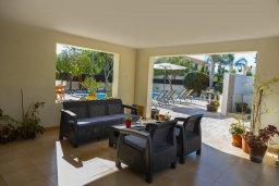 Патио. Кипр, Перволия : Удивительная вилла с 3-мя спальнями, 2-мя ванными комнатами, с бассейном, зелёным двориком с барбекю, патио и настольным теннисом, расположена в тихом закрытом комплексе