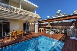Фасад дома. Кипр, Каппарис : Уютная вилла с 2 спальнями, с бассейном, беседкой с патио, барной стойкой и барбекю, расположена в тихом районе Протараса