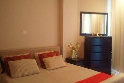 Спальня. Кипр, Гермасойя Лимассол : Апартамент в комплексе с бассейном и в 10 метрах от пляжа, с гостиной, двумя спальнями и балконом с видом на море