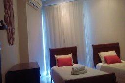 Спальня 2. Кипр, Гермасойя Лимассол : Апартамент в комплексе с бассейном и в 10 метрах от пляжа, с гостиной, двумя спальнями и балконом с видом на море