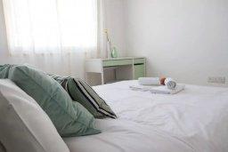 Спальня. Кипр, Пафос город : Апартамент в комплексе с бассейном, с гостиной, двумя спальнями, двумя ванными комнатами и балконом