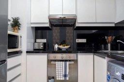 Кухня. Кипр, Пафос город : Апартамент в комплексе с бассейном, с гостиной, двумя спальнями, двумя ванными комнатами и балконом