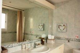 Ванная комната. Кипр, Пафос город : Таунхаус в комплексе с бассейном и зеленой территорией, 2 спальни, терраса, Wi-Fi