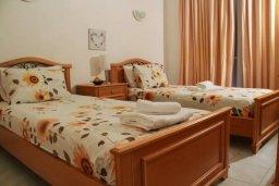 Спальня 2. Кипр, Пафос город : Таунхаус в комплексе с бассейном и зеленой территорией, 2 спальни, терраса, Wi-Fi