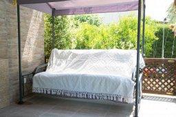 Территория. Кипр, Корал Бэй : Прекрасная вилла с бассейном и зеленым двориком с барбекю, 4 спальни, 2 ванные комнаты, парковка, Wi-Fi