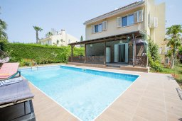 Фасад дома. Кипр, Корал Бэй : Прекрасная вилла с бассейном и зеленым двориком с барбекю, 4 спальни, 2 ванные комнаты, парковка, Wi-Fi