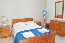 Спальня. Кипр, Каппарис : Уютная вилла в 100 метрах от пляжа с бассейном и двориком с барбекю, 4 спальни, 3 ванные комнаты, парковка, Wi-Fi