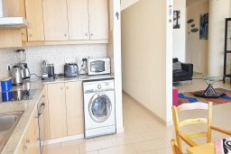 Кухня. Кипр, Ларнака город : Апартамент с гостиной, двумя спальнями и большим балконом с видом на море
