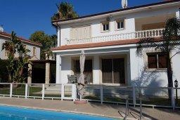 Фасад дома. Кипр, Перволия : Прекрасная вилла в 50 метрах от пляжа с бассейном и зеленым двориком с барбекю, 4 спальни, 3 ванные комнаты, парковка, Wi-Fi