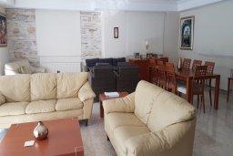 Гостиная. Кипр, Перволия : Прекрасная вилла в 50 метрах от пляжа с бассейном и зеленым двориком с барбекю, 4 спальни, 3 ванные комнаты, парковка, Wi-Fi