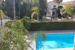 Бассейн. Кипр, Перволия : Прекрасная вилла в 50 метрах от пляжа с бассейном и зеленым двориком с барбекю, 4 спальни, 3 ванные комнаты, парковка, Wi-Fi