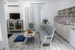 Студия (гостиная+кухня). Кипр, Ларнака город : Уютная студия с балконом в 150 метах от набережной