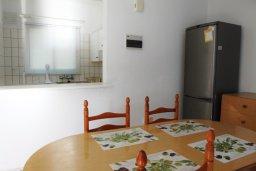 Обеденная зона. Кипр, Декелия - Ороклини : Мезонет в 100 метрах от пляжа с гостиной, двумя спальнями и террасой