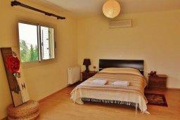 Спальня. Кипр, Декелия - Ороклини : Прекрасная вилла в 50 метрах от пляжа с бассейном и двориком с барбекю, 4 спальни,  3 ванные комнаты, парковка, Wi-Fi