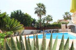 Бассейн. Кипр, Декелия - Ороклини : Прекрасная вилла в 50 метрах от пляжа с бассейном и двориком с барбекю, 4 спальни,  3 ванные комнаты, парковка, Wi-Fi
