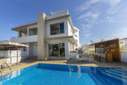Вид на виллу/дом снаружи. Кипр, Фиг Три Бэй Протарас : Роскошная современная вилла с 7-ю спальнями, с бассейном, сауной, джакузи и собственным баром на крыше с прекрасным видом на Средиземное море, расположена около пляжа Fig Tree Bay