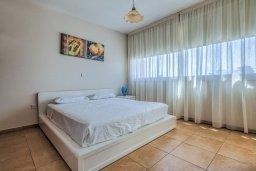 Спальня. Кипр, Мутаяка Лимассол : Апартамент с просторной гостиной, тремя отдельными спальнями и двумя ванными комнатами, для 6 человек