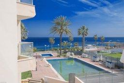 Вид на море. Кипр, Фиг Три Бэй Протарас : Потрясающий апартамент с двумя спальнями, двумя ванными комнатами и балконом с шикарным видом на море, расположен в комплексе с бассейном всего в нескольких метрах от знаменитого пляжа Fig Tree Bay