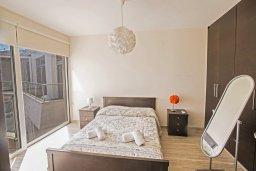 Спальня. Кипр, Фиг Три Бэй Протарас : Потрясающий апартамент с двумя спальнями, двумя ванными комнатами и балконом с шикарным видом на море, расположен в комплексе с бассейном всего в нескольких метрах от знаменитого пляжа Fig Tree Bay