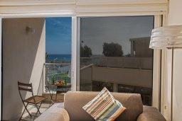 Балкон. Кипр, Фиг Три Бэй Протарас : Потрясающий апартамент с двумя спальнями, двумя ванными комнатами и балконом с шикарным видом на море, расположен в комплексе с бассейном всего в нескольких метрах от знаменитого пляжа Fig Tree Bay