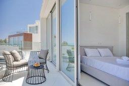 Спальня. Кипр, Пернера Тринити : Потрясающая вилла с видом на Средиземное море, с 3-мя спальнями, с бассейном, солнечной меблированной террасой на крыше с джакузи, расположена в прекрасном тихом районе Ayia Triada около пляжа Trinity Beach