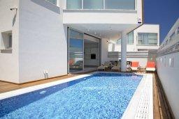 Кипр, Пернера Тринити : Потрясающая вилла с видом на Средиземное море, с 3-мя спальнями, с бассейном, солнечной меблированной террасой на крыше с джакузи, расположена в прекрасном тихом районе Ayia Triada около пляжа Trinity Beach