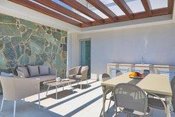 Терраса. Кипр, Аммос - Лимнария Бич : Современная вилла с потрясающим видом на Средиземное море, с 3-мя спальнями, с пейзажным бассейном с джакузи, солнечной террасой на крыше, барбекю, расположена на побережье Айя-Напы