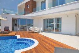 Вид на виллу/дом снаружи. Кипр, Аммос - Лимнария Бич : Современная вилла с потрясающим видом на Средиземное море, с 3-мя спальнями, с пейзажным бассейном с джакузи, солнечной террасой на крыше, барбекю, расположена на побережье Айя-Напы