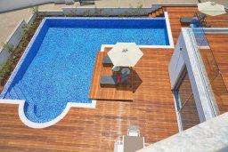 Бассейн. Кипр, Аммос - Лимнария Бич : Современная вилла с потрясающим видом на Средиземное море, с 3-мя спальнями, с пейзажным бассейном с джакузи, солнечной террасой на крыше, барбекю, расположена на побережье Айя-Напы