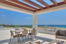 Вид на море. Кипр, Аммос - Лимнария Бич : Современная вилла с потрясающим видом на Средиземное море, с 3-мя спальнями, с пейзажным бассейном с джакузи, солнечной террасой на крыше, барбекю, расположена на побережье Айя-Напы