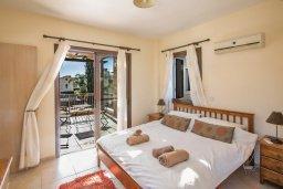 Спальня. Кипр, Ионион - Айя Текла : Прекрасная вилла с приватным двориком в комплексе с бассейном, 3 спальни, 3 ванные комнаты, барбекю, парковка, Wi-Fi