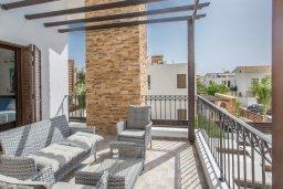 Балкон. Кипр, Ионион - Айя Текла : Прекрасная виллы в 100 метрах от пляжа, с бассейном и приватным двориком с барбекю, 4 спальни, 4 ванные комнаты, парковка, Wi-Fi