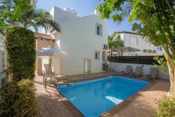 Фасад дома. Кипр, Пернера : Уютная вилла с бассейном и двориком с барбекю, 2 спальни, 2 ванные комнаты, парковка, Wi-Fi