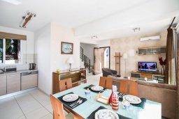 Кухня. Кипр, Пернера : Уютная вилла с бассейном и двориком с барбекю, 2 спальни, 2 ванные комнаты, парковка, Wi-Fi