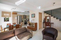 Гостиная. Кипр, Пернера : Уютная вилла с бассейном и двориком с барбекю, 2 спальни, 2 ванные комнаты, парковка, Wi-Fi
