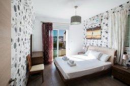 Спальня. Кипр, Пернера : Уютная вилла с бассейном и двориком с барбекю, 2 спальни, 2 ванные комнаты, парковка, Wi-Fi