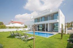 Фасад дома. Кипр, Нисси Бич : Роскошная современная вилла с бассейном и зеленым двориком с барбекю, 4 спальни, 3 ванные комнаты, парковка, Wi-Fi
