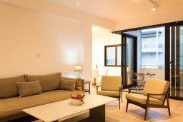 Гостиная. Кипр, Гермасойя Лимассол : Современный апартамент на берегу моря, с гостиной, тремя спальнями и балконом с шикарным видом на море