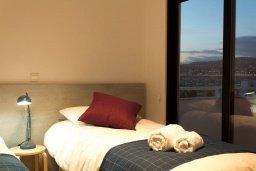 Спальня 2. Кипр, Гермасойя Лимассол : Современный апартамент на берегу моря, с гостиной, тремя спальнями и балконом с шикарным видом на море
