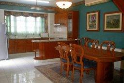 Кухня. Кипр, Гермасойя Лимассол : Уютная вилла с бассейном и зеленым двориком, 3 спальни, парковка, Wi-Fi