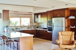 Кухня. Кипр, Марони : Прекрасная вилла с бассейном и зеленым двориком, 3 спальни, парковка, Wi-Fi